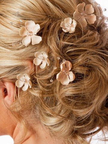 Hairdo with smaller flowers