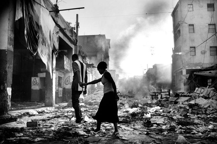 Dopo il terremoto a Port-au-Prince, Haiti, 2010. La foto ha vinto il premio Leica Oscar Barnack nel 2011. - (Jan Grarup, Laif)
