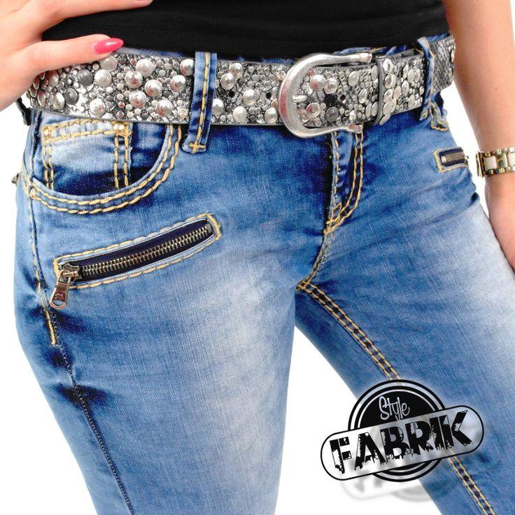 Super stylische Damenjeans / Kauf auf Rechnung möglich / Kostenlose Lieferung möglich* / Kostenlose Rücksendung** Hier günstig im Onlineshop kaufen: http://www.stylefabrik-fashion.de/Cipo-Baxx-Damen-Jeans-CBW-0617-Slim-Fit-Used-Look-mit-beigen-Kontrastnaehten-und-Reissverschluessen-am-Bein-blau?gp=1 Oder bei Amazon kaufen: http://www.amazon.de/gp/product/B01309U85O/ref=as_li_tl?ie=UTF8&camp=1638&creative=19454&creativeASIN=B01309U85O&linkCode=as2&tag=kbco05-21
