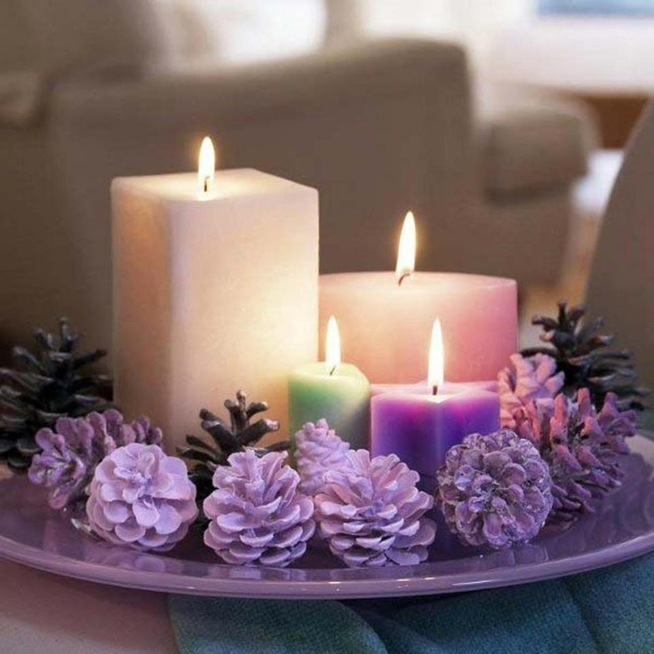 Velas: Candles Decor, Decor Ideas, Diy Wedding Centerpieces, Purple Christmas, Pine Cones, Christmas Candles, Christmas Decor,  Wax Lights,  Taper