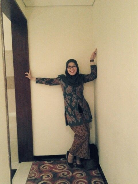 #LatePost #AfterWeddingParty #Indonesia Costume: Blouse - Batik Mega Mendung, Kain Jarik - Batik Sido Mukti. I Love Batik. Yay!