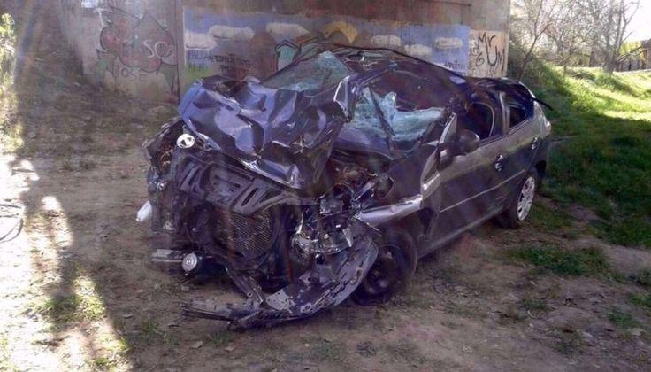 VIDEO: Un conductor se pasó de revoluciones, se despistó y cayó desde un puente: Las cámaras de seguridad de Sierra de la Ventana, una…