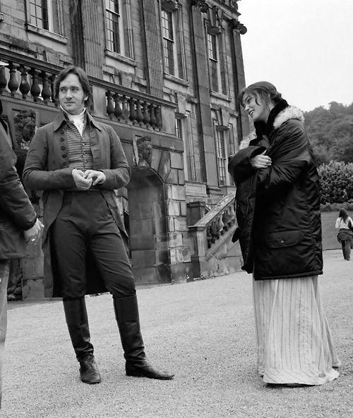 """(Keira Knightley) J'ai rencontré Matthew et nous avons cliqué immédiatement. Je l'aime parce qu'il est un grand type qui est en réalité trop rare sur l'écran aujourd'hui. Les cinéastes ont tendance à aller vers un regard légèrement plus androgyne ces jours, qui sont charmants, mais les plus romantiques est un homme viril, particulièrement, comme Matthew, il est intensément vulnérable aussi. Matthew joue Darcy d une façon que je n'ai jamais vue auparavant, avec une vulnérabilité énorme """"."""