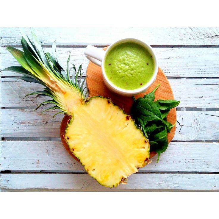 Zielono mi 💚 Duża poracja witamin w koktajlu ze szpinaku, banana, ananasa, cytryny 😋 --> Zapraszam moją stronę na fb https://m.facebook.com/eatdrinklooklove/ ❤  Green me 💚 A large portion of vitamins in a cocktail with spinach, banana, pineapple, lemon 😋 --> I invite my page on fb https://m.facebook.com/eatdrinklooklove/ ❤