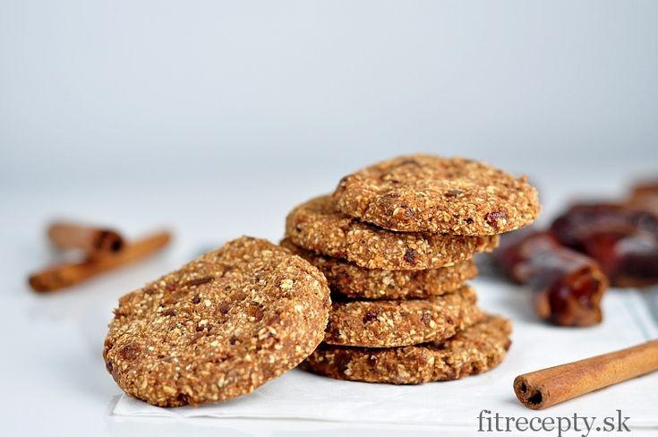 Jednoduché škoricové ovsené cookies, na ktorých prípravu vám postačia iba 4 ingrediencie. Majú nízky obsah kalórií, sú bez pridaného cukru (sladené datlami) a takisto neobsahujúmúku. Vhodné sú k čaju, káve alebo len tak na desiatu. Ingrediencie (na 12ks): 120g ovsených vločiek 70g datlí 4-5 PL jablkového pyré 1 PL škorice Postup: V mixéri rozmixujeme všetky […]