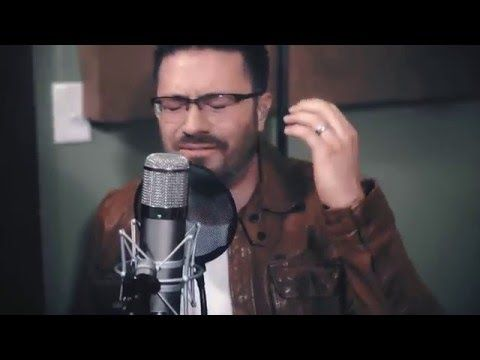 Danny Gokey sings Tell Your Heart To Beat Again in Spanish!! So beautiful!!! ❤❤
