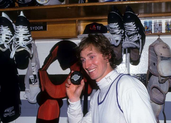 March 23,   1994: WAYNE GRETZKY SETS NHL RECORD  -    Wayne Gretzky scores 802nd goal, breaking his childhood idol Gordie Howe's National Hockey League (NHL) record for most goals scored in a career.