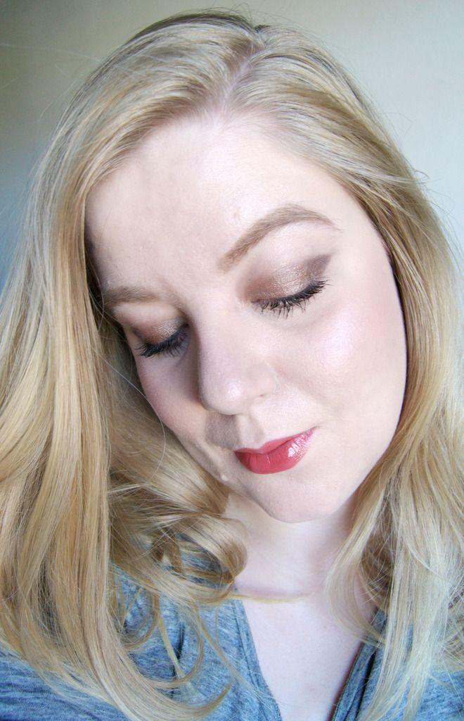 Winged eyeshadow -http://www.liseemilia.com/