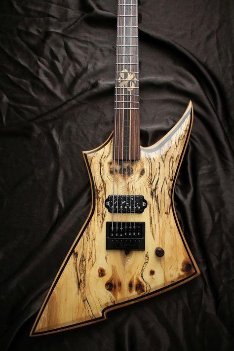 Une création épique par Stone Wolf Guitars. Retrouvez des cours de guitare d'un nouveau genre sur MyMusicTeacher.fr
