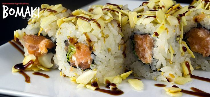 Uramaki roll salmon mandorla teriaki