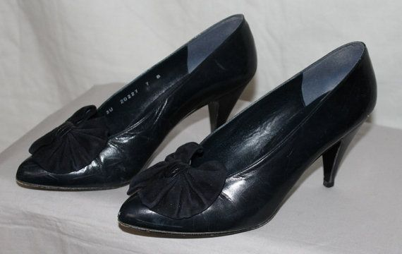Vintage Women's Shoes Navy Blue Pumps with by ilovevintagestuff