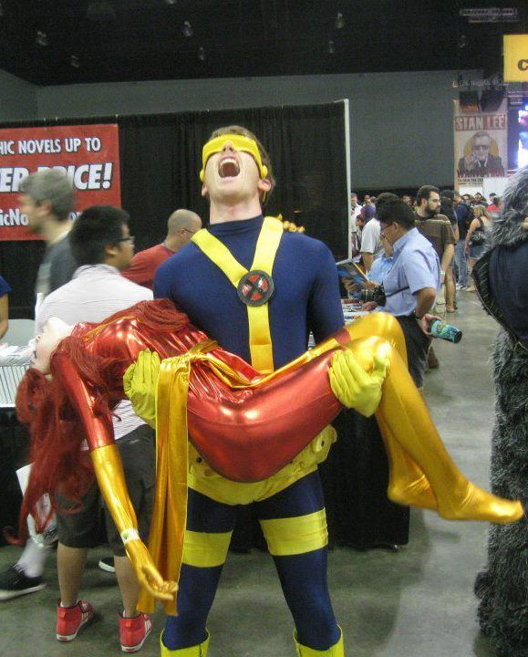 Now this is how you stand for a cosplay picture! Cyclops and Jean Grey. These people are just too cool.
