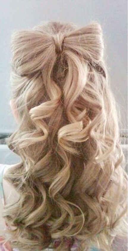 Love the cute bow ! Avani | Curly homecoming hairstyles
