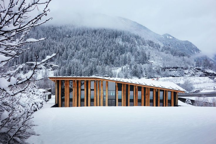Les Houches is a small village situated in the French Alpes, close to one of its most important peaks, the Mont-Blanc. The aim was to integrate as naturally as possible the project into the extraordinary mountainous landscape.       Our idea was to cr...