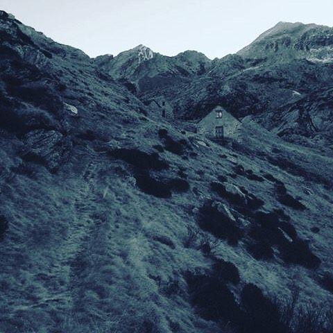 #newyearsday #valgrande #alps #mountains #nature #cabin #piemonte #italy #trekking Photo credit: @ankbrn