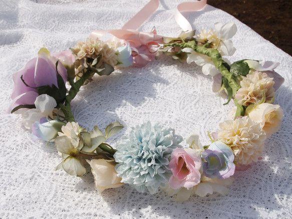 造花の花かんむりです。後ろはピンクのサテンレースで結んで留めるようになっています。|ハンドメイド、手作り、手仕事品の通販・販売・購入ならCreema。