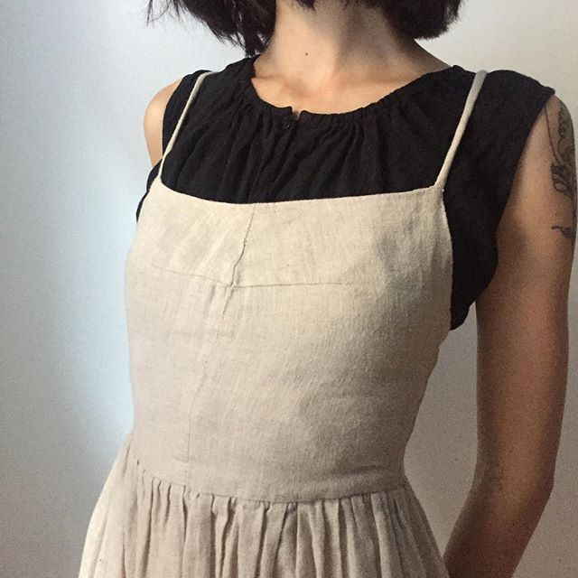 Looking for a new way to style your Mathilde dress? Or maybe you want to hide bra straps or have a bit of a higher neckline? Slip the Viola top on underneath 🖤 #Ovate #handmade #linen #slowfashion
