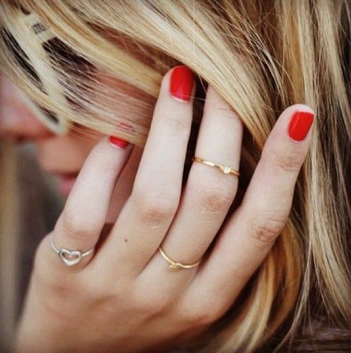 red nails + dainty rings.