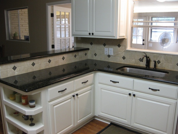 ubatuba granite kitchen yet different backsplash