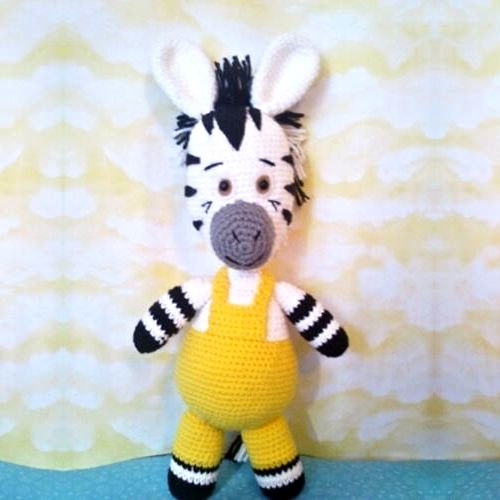 Amigurumi la Cebra Zou (mide 45cm) - Patrón Gratis en Español aquí: http://patronesamigurumipuntoorg.blogspot.com.es/2014/06/patron-cebra-zou-amigurumi.html