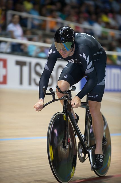 The evening session at the Velódromo Alcides Nieto Patiño in Cali, Colombia on Day 2 of the upcoming UCI Track Cycling World Championships