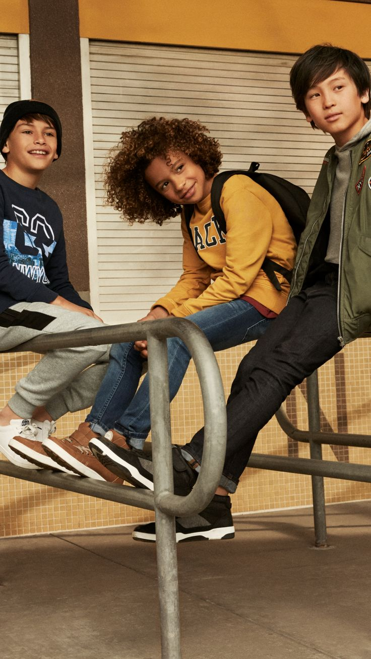 Gear up for a new semester of fun with the latest Back to School looks for girls and boys! | H&M Kids