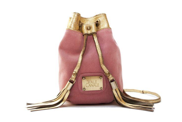 SWEET Gamuza Rosa y Cuero luxor oro, herrajes bañados en bronce TIENDA ONLINE: http://www.valecanale.com.ar/#!/producto/20/ FAN PAGE:  https://www.facebook.com/ValeCanaleBagsDesign TWITTER: @valecanalebags