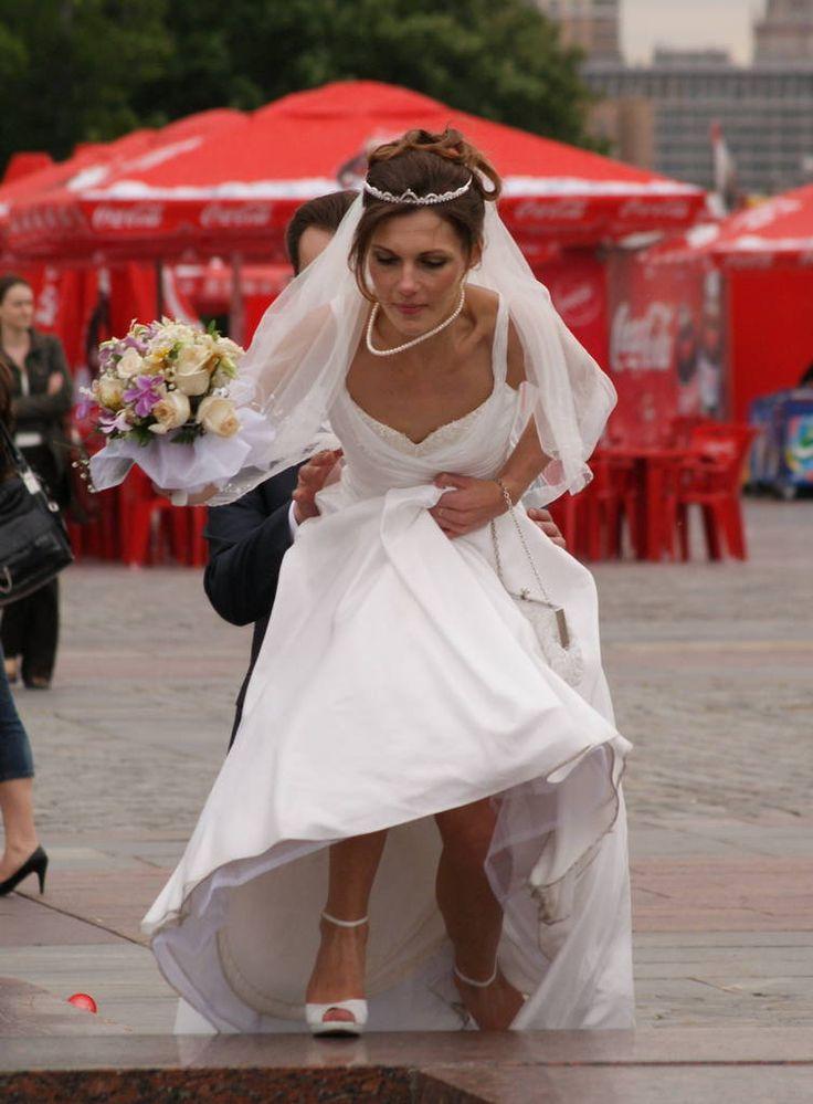 задиралась платье у невесты фото мне нравишься