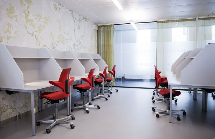 HÅG Capisco Puls keep students moving and performing the best they can.#InspireGreatWork #education #design #Scandinavian