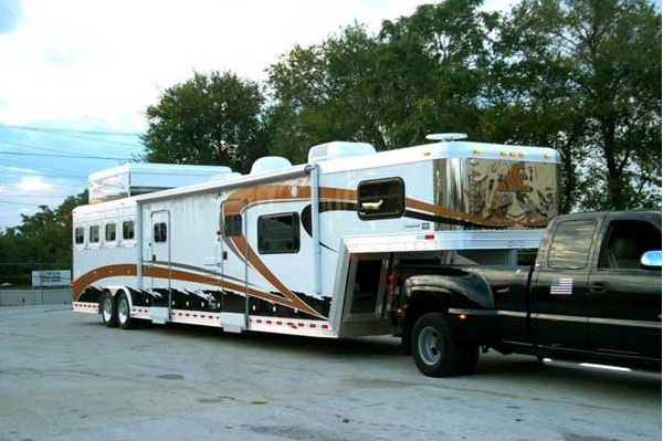 Horse Trailers with Living Quarters | elite-horse-trailers15.jpg