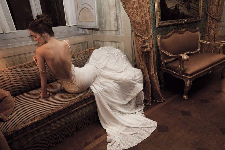 De trend voor 2014 zijn trouwjurken met super laag uitgesneden ruggen. Ontwerpers kunnen er geen genoeg van krijgen en er is dan ook volop keus. Bekijk de mooiste stijlen hier.