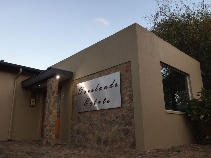 Treelands Estate Unit 5. Entrance and signage.