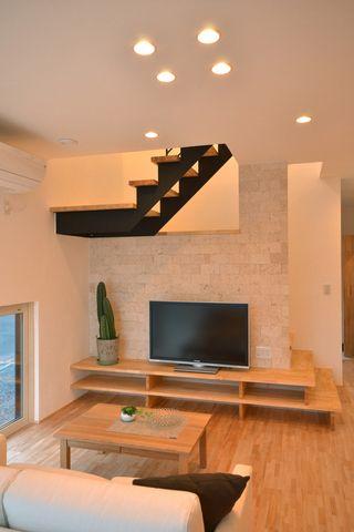 階段とテレビ台が繋がるユニークな家|施工例|建成ホーム | 登別、室蘭、苫小牧、札幌の注文住宅、郷の家、無添加住宅
