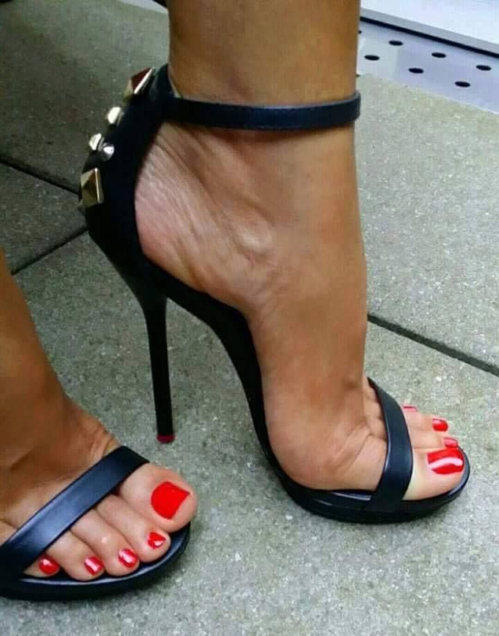 Any dangeling fetish foot shoes there