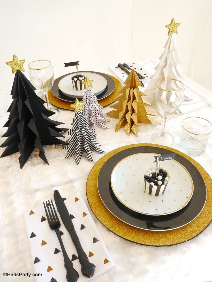 Modern, geometric Christmas tablescape with lots of easy DIY details and decorations in black and gold!