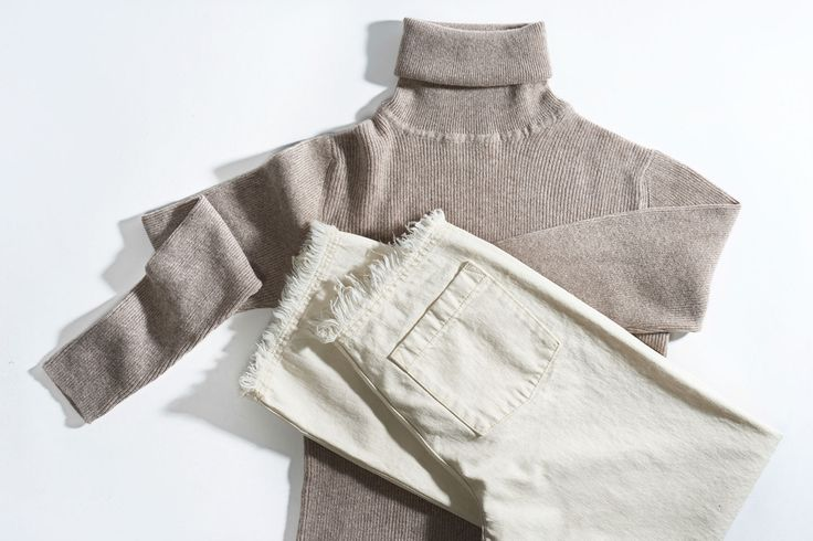 White denim and Arela cashmere knit / A perfect match | Lily.fi
