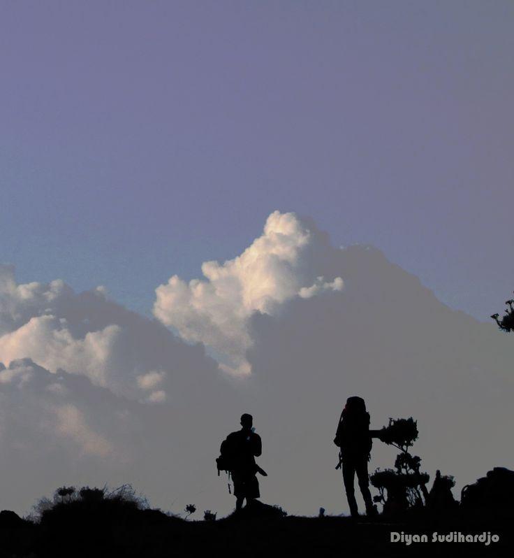 Duo pendaki di #SuryaKencana
