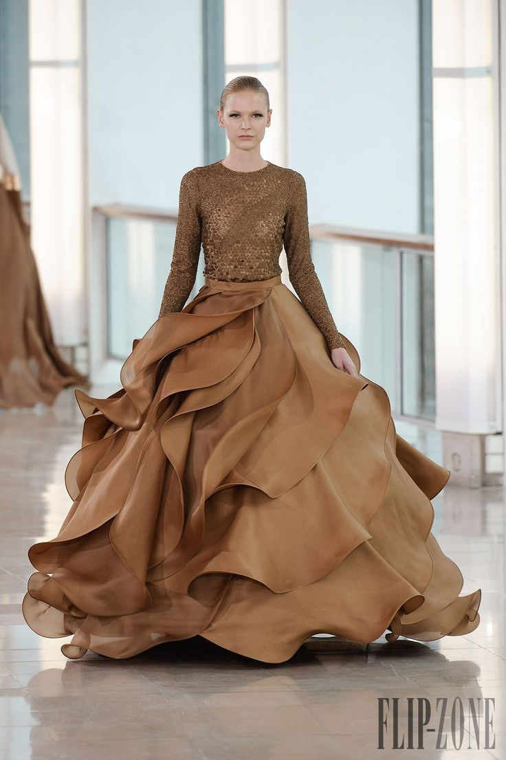 Stephanie Roland 2015 S/S Haute Couture http://www.flip-zone.com/fashion/couture-1/fashion-houses/stephane-rolland-5321
