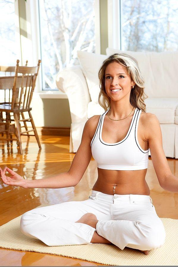 Vous êtes des adeptes du Yoga ? Découvrez nos conseils pour pratiquer à partir de chez soi !    #wellness #healthy #yoga #yogahome