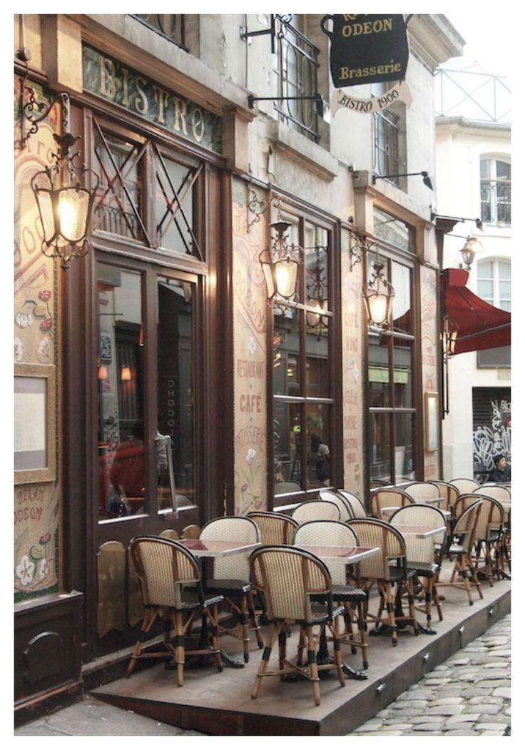 #paris… seeing rouge… http://vickiarcher.com/2013/11/paris-seeing-rouge/
