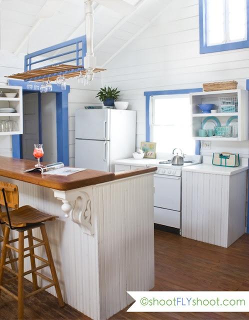 para la casa en la playa: Clever Bar, Decor Style, Decor Corner, Cottages Inspiration, Kitchens Ideas, Beaches House Kitchens, Amazing Shootflyshoot Com, Bar Counter, Blue White Kitchens