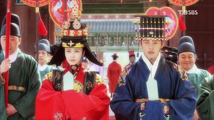 홍수현 (Hong Soo-hyun) & 유아인 (Yoo Ah-in) Korean drama [Jang Ok-jung, Living by Love] = 인현왕후 민씨 [Queen Inhyeon] - 홍수현 (Hong Soo-hyun)