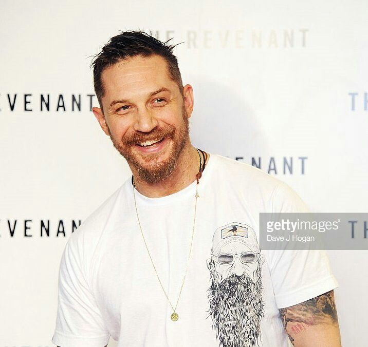 Tom Hardy @ #BAFTA screening of #therevenant in London, wearing the new version of the #rumknuckles #rugmanart t-shirt. He is shining and lovely ❤