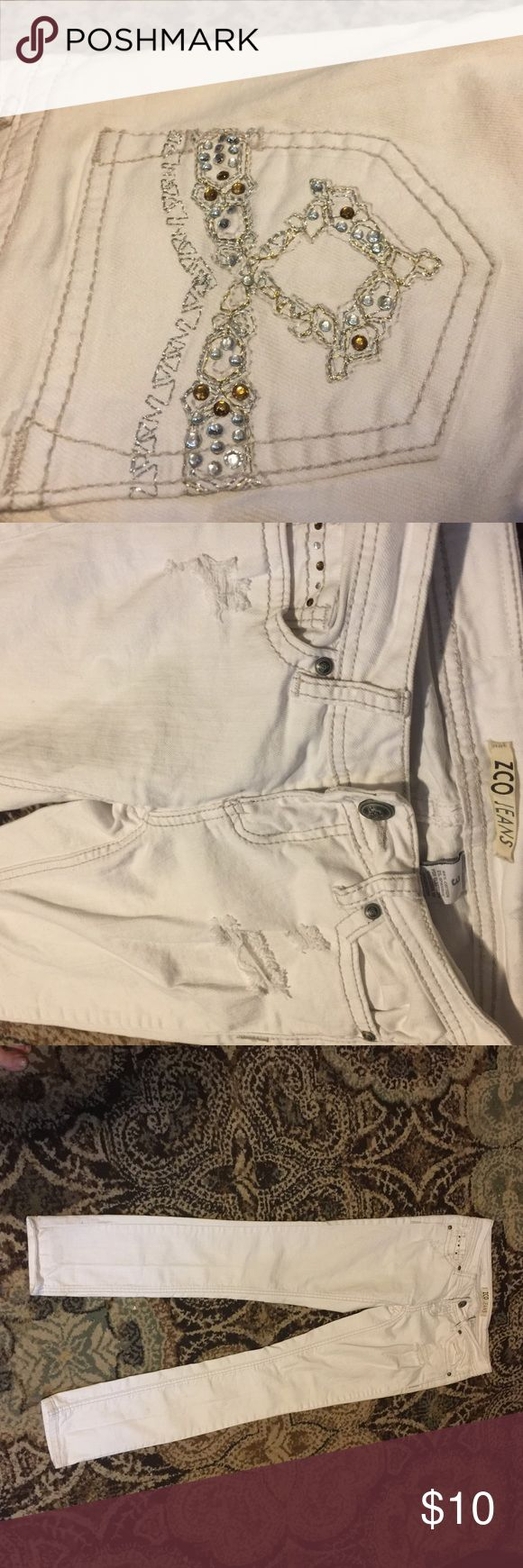 ZCO jeans White jeans with jewel blink detailed back pockets. Great condition. Bundle to save!! ZCO Jeans Skinny