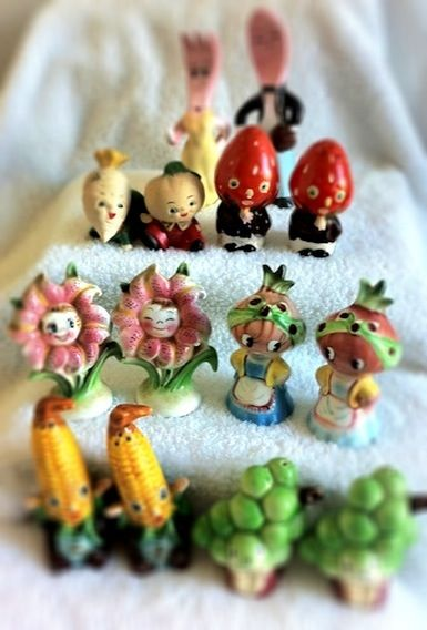 Smiling Faces! Vintage anthropomorphic salt and pepper shakers.
