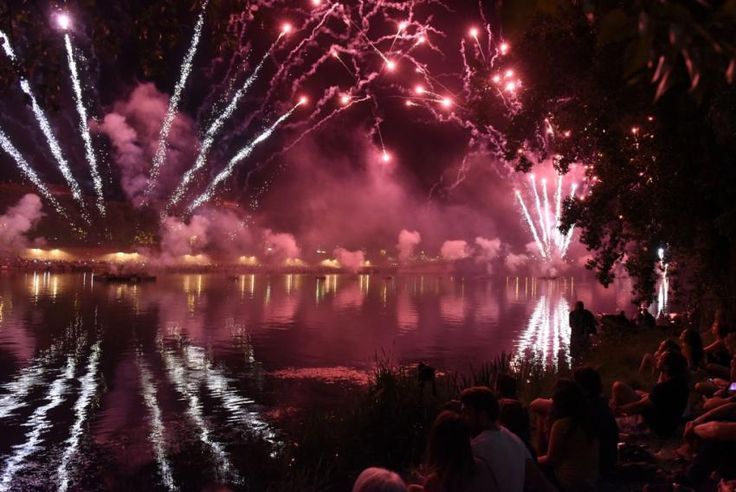 A magnificent fireworks illuminated la prairie des Filtres Tuesday, July 14, 2015 in Toulouse.