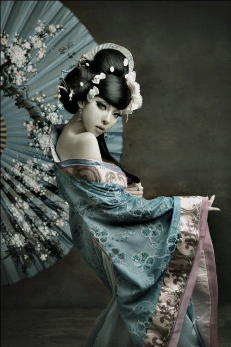 steampunkish styled geisha model...i like it. I wonder if il be able to do something like this....