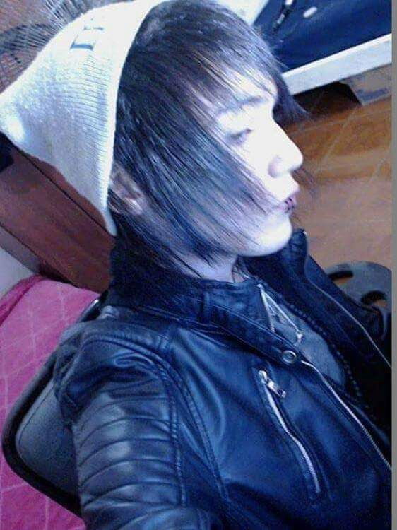 Hope you have a nice day💙 Mechlin Rómeó #emo #emoboy #boy #hat #cute #adorable #kawaii #sexy #handsome #piercing