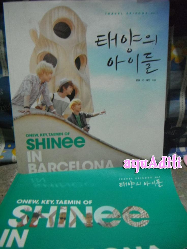 SHINee in Barcelona travel book + postcard set