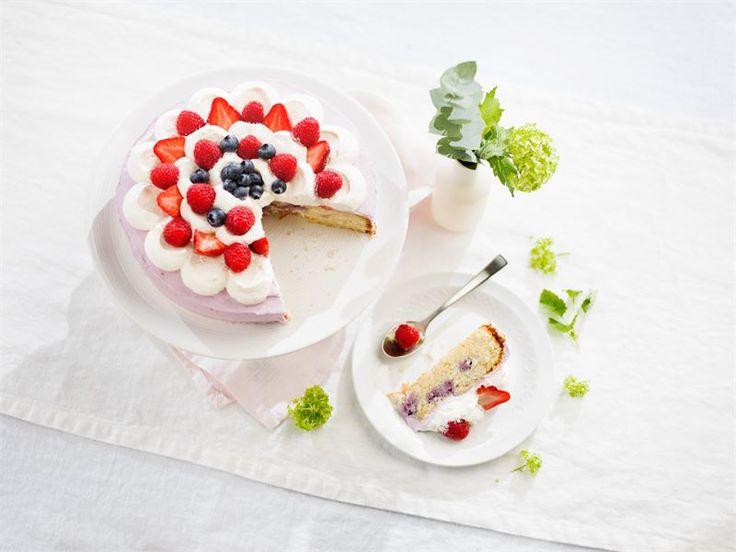 Poke cake eli pokekakku ei suinkaan viittaa Pokemon-hahmoihin, vaan kakkuun paineltuihin koloihin (poke on eng. tökätä, tökkiä). Marjainen mehukeitto  valutetaan koloihin, jolloin se sekä maustaa, mehevöittää, että värjää kakun. Kokeile uutta ja helppoa tapaa valmistaa kakku! Katso vaikka video.